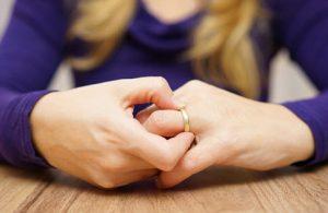 divorce pulling off ring